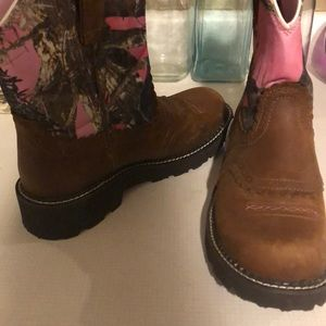 Ariat women's pink camouflage boots. Size 10B